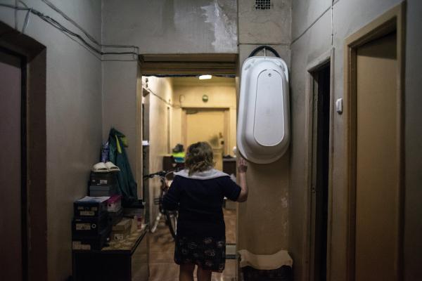 Может ли соседка сдавать свою комнату в коммуналке без нашего согласия?