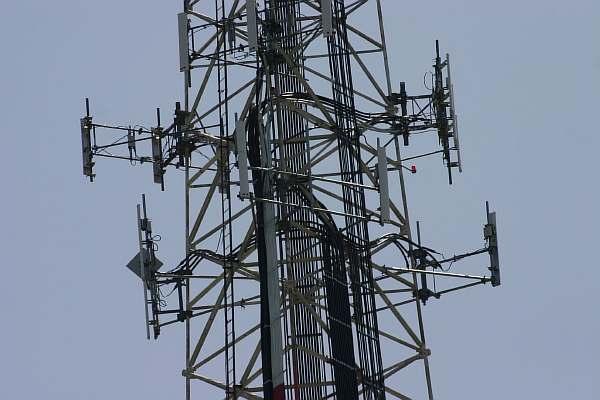 Сколько метров должно быть между домом и вышкой сотовой связи?