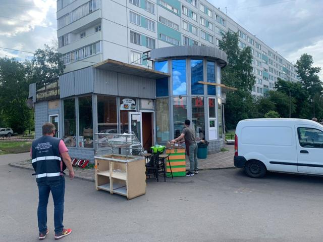 В Петербурге снесут около 400 незаконно установленных торговых павильонов