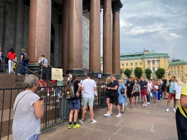Проживание в отелях Петербурга станет на 15-40% дороже для иностранцев