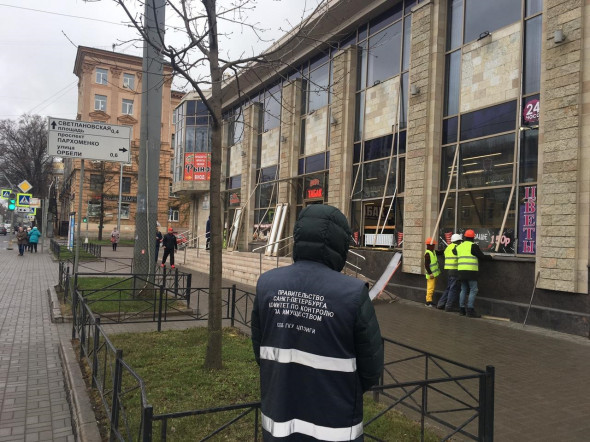 В Петербурге за год снесли 1,2 тысячи незаконных объектов