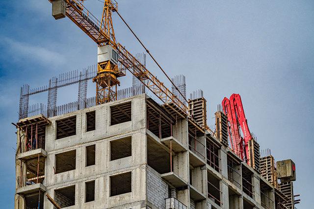 Падение курса рубля может отразиться на рынке жилья через полгода