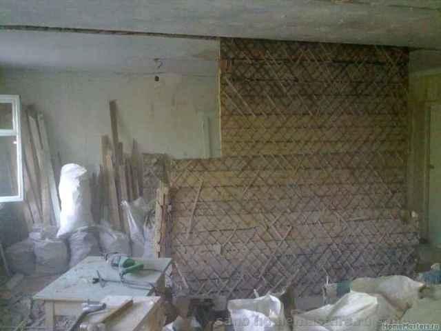 Можно ли сносить стену между ванной и кухней в хрущевке?