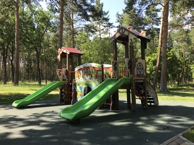 10% детских площадок в России опасны