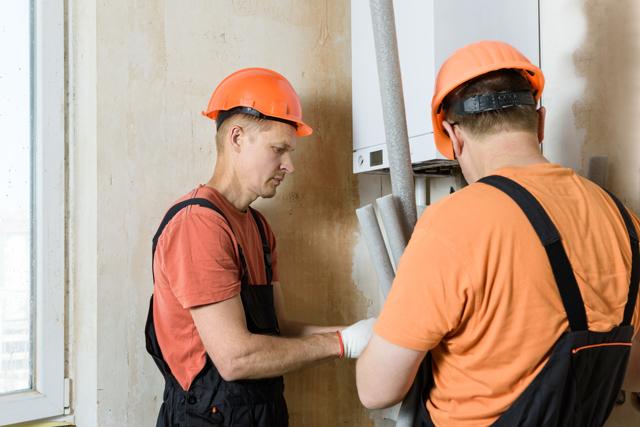 Как выбирать бригаду для ремонта и контролировать их работу?