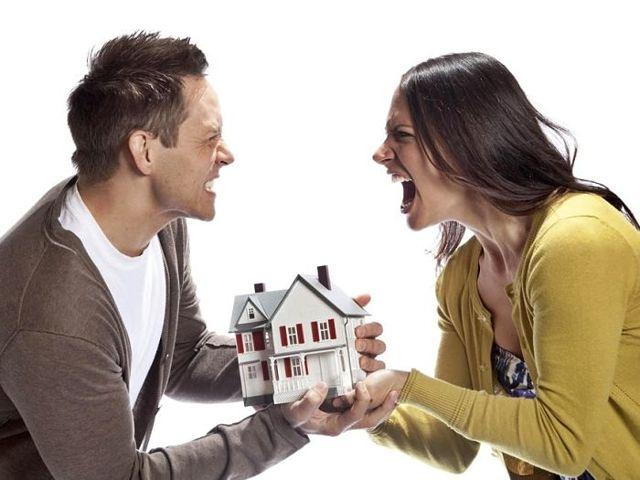 Может ли муж при разводе претендовать на квартиру, которую подарил жене?