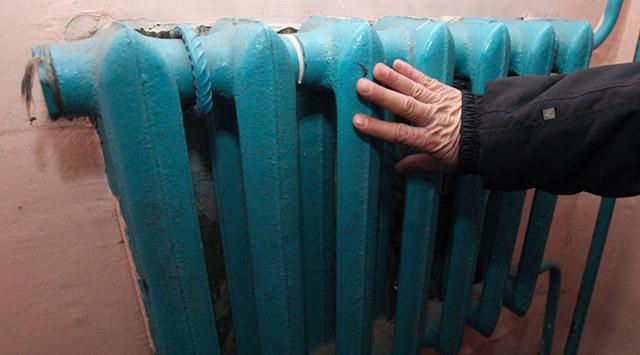 Как снизить плату за отопление, если батареи еле теплые?