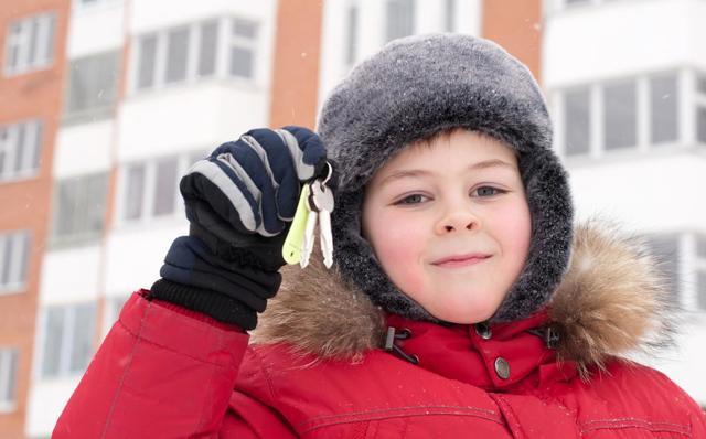 Как продать квартиру, где ребенок владеет долей, и другого жилья нет?