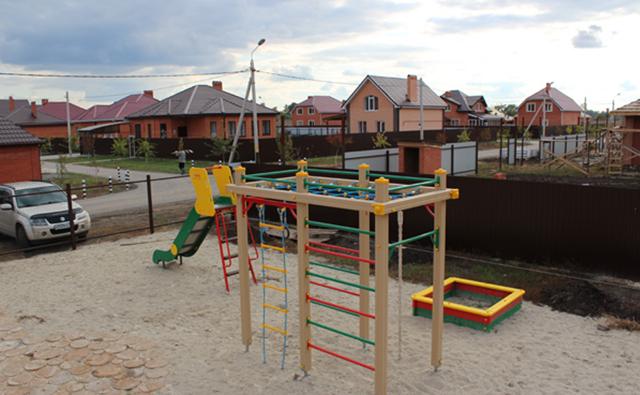 Загородные дома под Ростовом стоят почти так же, как в Подмосковье