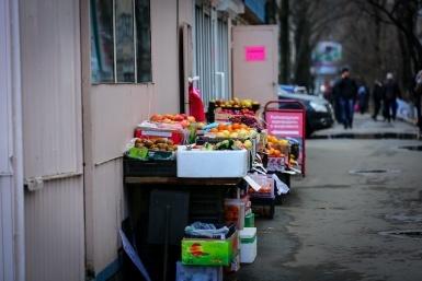 В Севастополе сносят нелегальные торговые павильоны