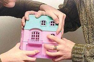 Можно ли отсудить часть квартиры, если она в дарственной, а собственник умер?