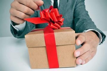 Можно ли обойтись без нотариуса при дарении доли?