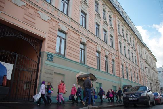 В Петербурге на Театральной площади реконструируют под отель историческое здание