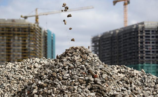 Инвестиции в коммерческую недвижимость сократились в 1,5 раза