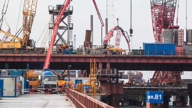 Половину средств Росавтодора потратят на мост в Крым