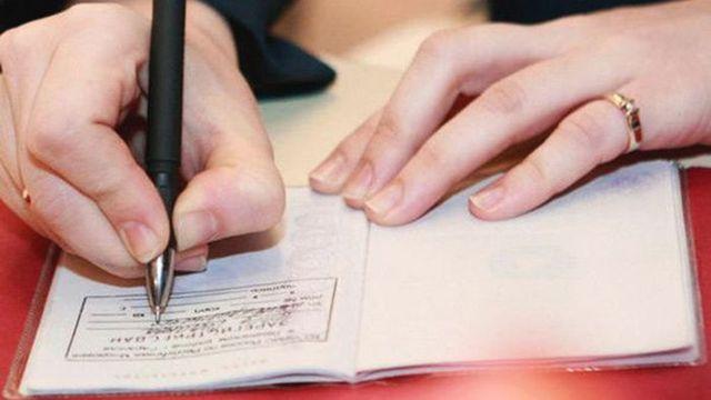 Россиянам позволят оформить прописку в офисе или бытовке