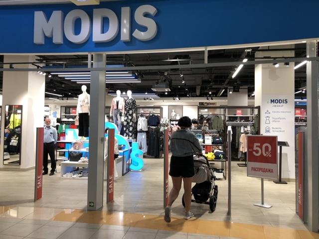 Из ТЦ Петербурга съезжают магазины одежды и обуви