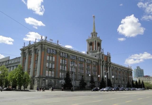 Жители Екатеринбурга лучше всех в регионах обеспечены магазинами